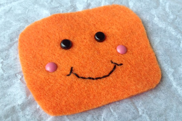 Felt Halloween Ornaments Set 2 Tutorial and Free Pattern - Candy face - Felt With Love Designs