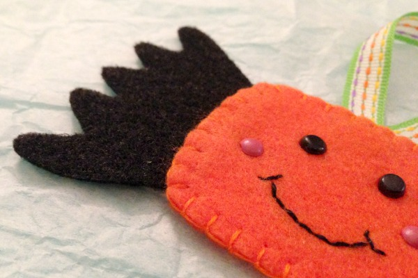 Felt Halloween Ornaments Set 2 Tutorial and Free Pattern - Candy side - Felt With Love Designs