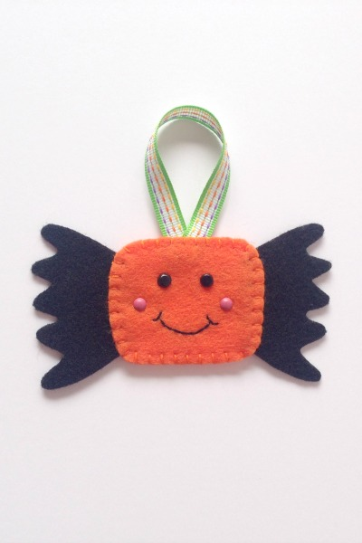 Felt Halloween Ornaments Set 2 Tutorial and Free Pattern - Piece of Candy - Felt With Love Designs