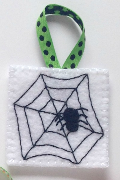 Felt Halloween Ornaments Set 2 Tutorial and Free Pattern - Spider and Web - Felt With Love Designs