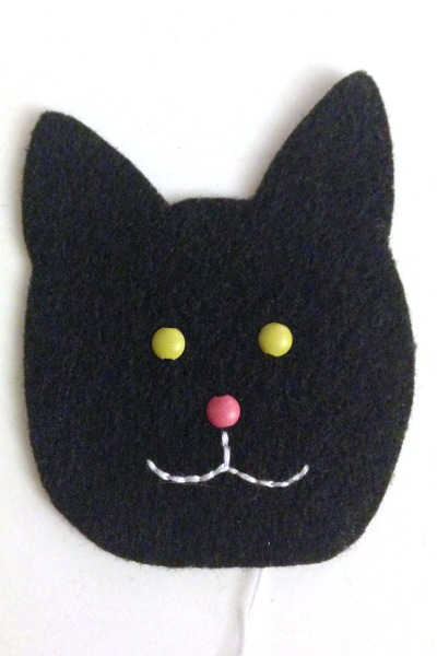 Felt Halloween Ornaments Set 2 Tutorial and Free Pattern - cat mouth - Felt With Love Designs