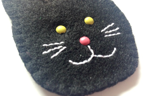 Felt Halloween Ornaments Set 2 Tutorial and Free Pattern - cat whiskers - Felt With Love Designs