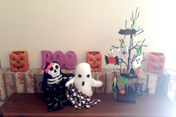 Felt Halloween Ornaments Set 2 Tutorial and Free Pattern - decorations - Felt With Love Designs