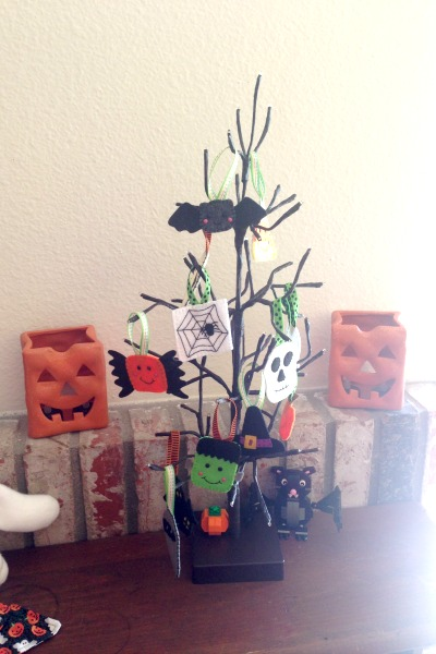Felt Halloween Ornaments Set 2 Tutorial and Free Pattern - tree - Felt With Love Designs