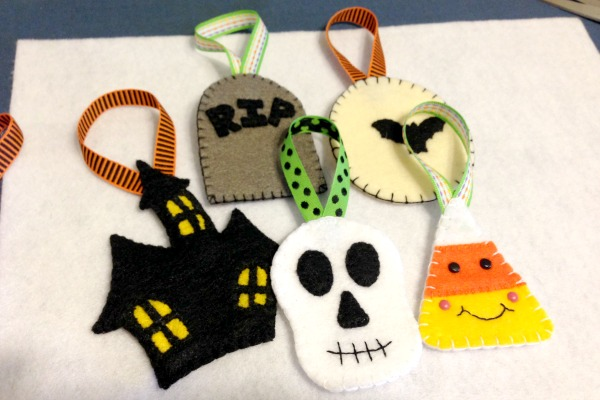 Felt Halloween Ornaments Tutorial and Free Pattern - All - Felt With Love Designs