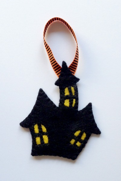 Felt Halloween Ornaments Tutorial and Free Pattern - Haunted House - Felt With Love Designs