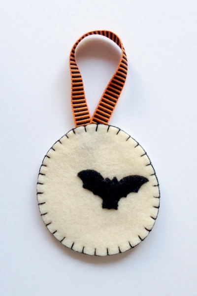Felt Halloween Ornaments Tutorial and Free Pattern - Moon - Felt With Love Designs