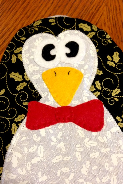 Penguin Potholder felt features