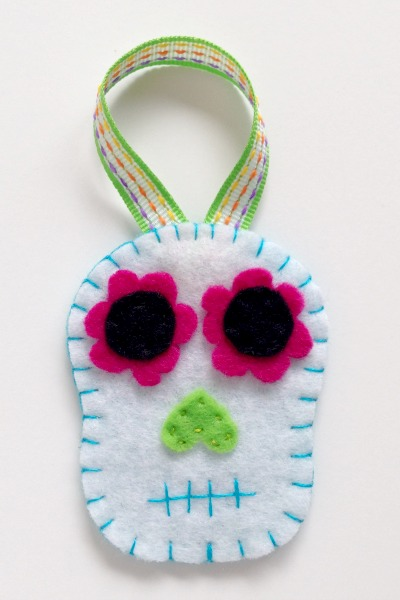 Simple Felt Sugar Skull Ornaments 2 - Felt With Love Designs