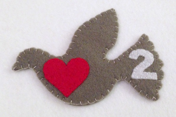 12 Days of Christmas Finger Puppets - Day 1 and 2 turtledove finished - Felt With Love Designs