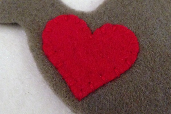 12 Days of Christmas Finger Puppets - Day 1 and 2 turtledove heart - Felt With Love Designs