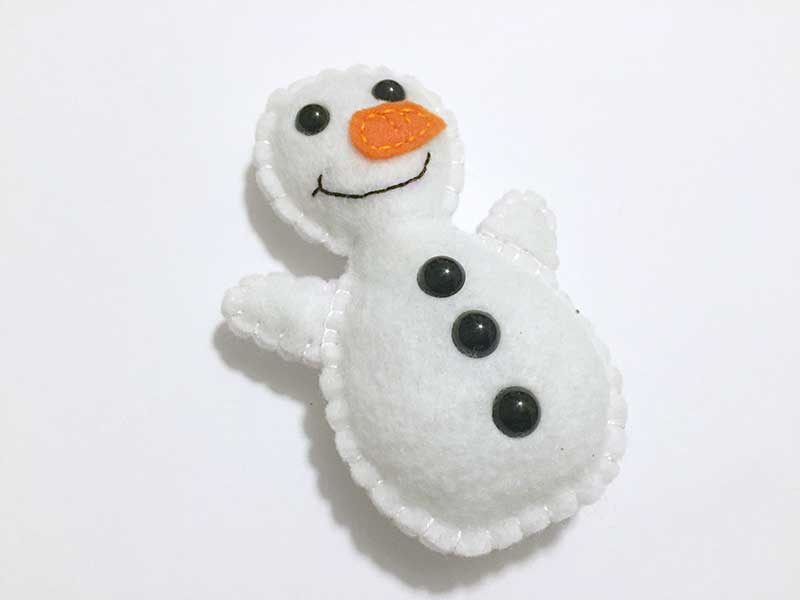 snowman-softie-free-pattern-and-tutorial-4-felt-with-love-designs