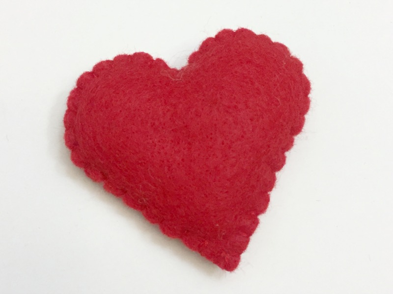 valentine's bear softie tutorial and free pattern-2-felt with love designs