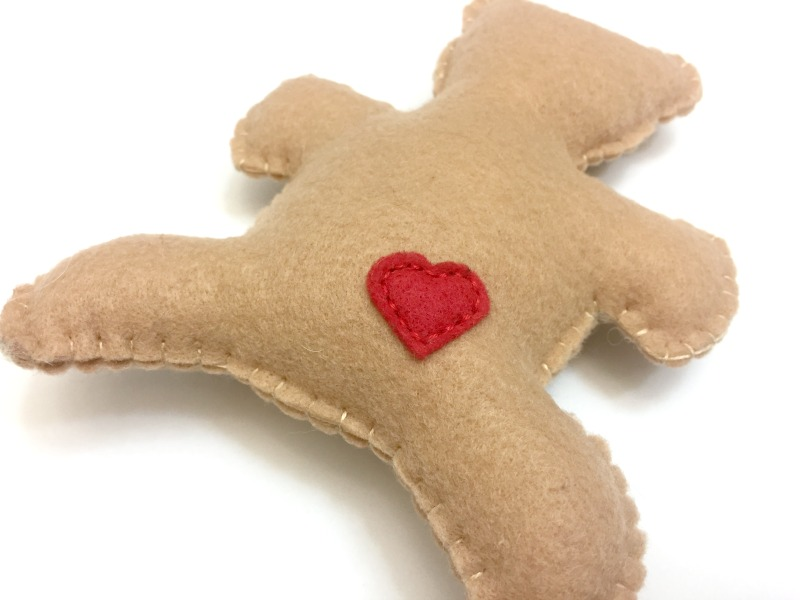 valentine's bear softie tutorial and free pattern-5-felt with love designs