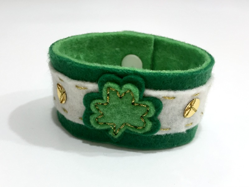 St Patrick's Day Shamrock Bracelet Tutorial and Free Pattern - Felt With Love Designs-5